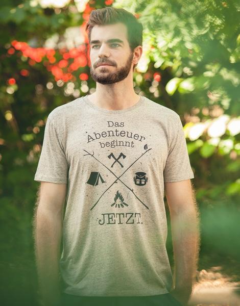 Das Abenteuer beginnt jetzt. - Fair Wear T-Shirt - Heather Clay